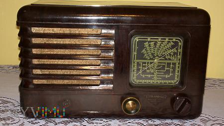 Radio lampowe Pionier U2 z 1953 roku.