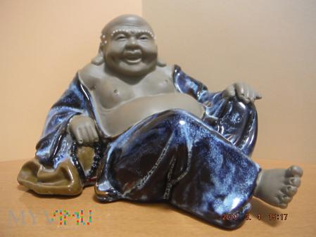 Leżący, śmiejący się Budda.