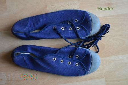 Pantofle gimnastyczne półtrampki wz.908/MON