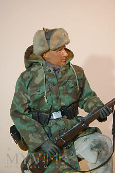 SS-Schütze z 15. Waffen-Grenadier-Division der SS.