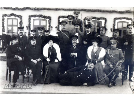Pamiątkowa fotografia przy kolei II