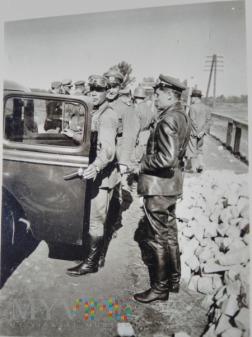 dowództwo przy samochodzie