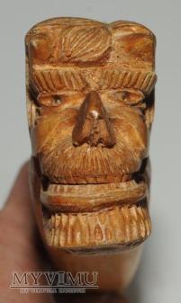 Drewniany rzeźbiony dziadek do orzechów