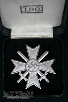 """Krzyż zasługi 1 klasy z mieczami """"84""""."""