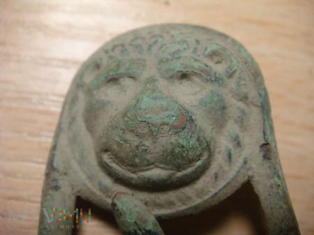 klamra z lwami