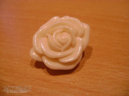 porcelanowa różyczka