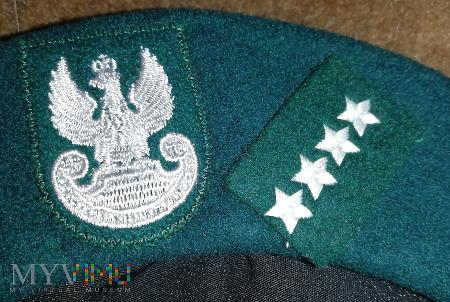 Beret wojsk lądowych. tłoczony