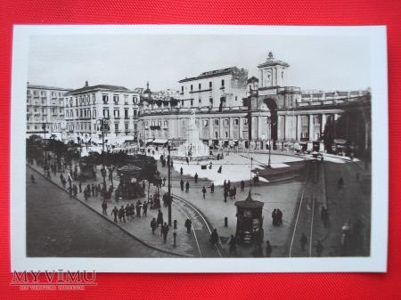 Neapol - Piazza Dante