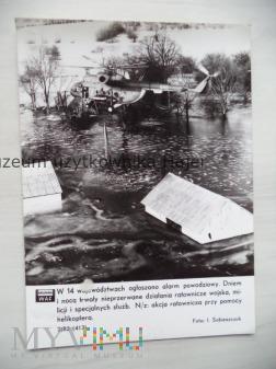 Powódź Akcja ratownicza przy pomocy helikoptera