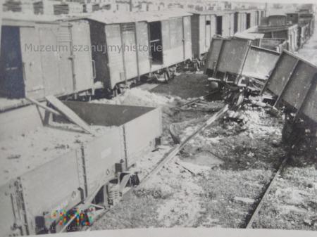 zniszczone wagony 1939