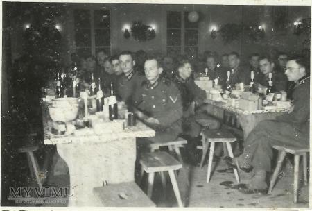 Niemieccy żołnierze - poczęstunek