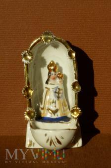 Kropielnica Matka Boska z dzieciątkiem w kapliczce