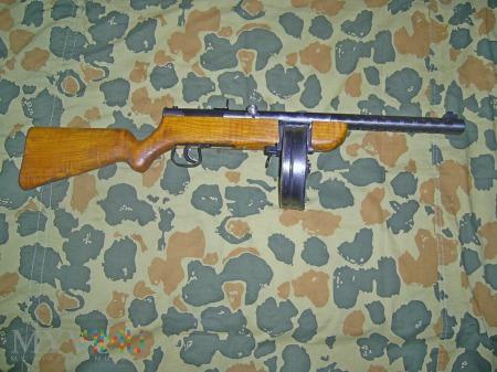 Duże zdjęcie Pistolet maszynowy Grzegorza Choroszmana .