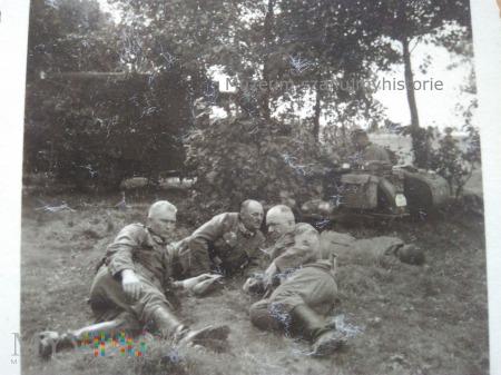 odpoczynek w krzakach 1939