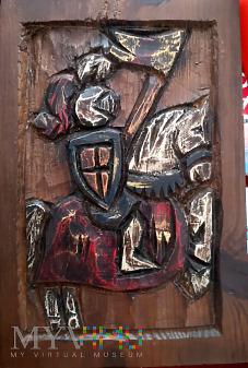 drewniana płaskorzeźba - rycerz na koniu