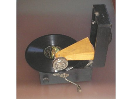 Gramofon miniaturowy Teddy-Prominent