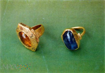 Romańskie pierścienie biskupie