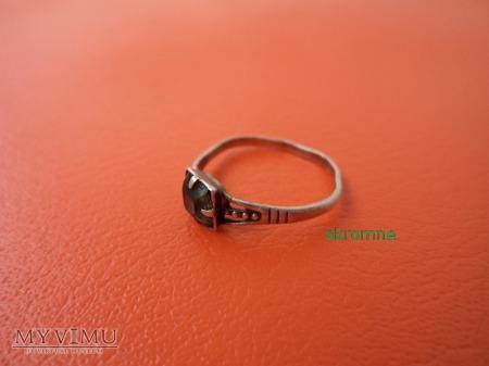 pierścionek srebrny z oczkiem