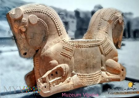 Persepolis - kamienny dwugłowy koń (?)