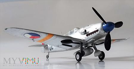 Samolot szkolny Avia CS-199 (model 1/72)