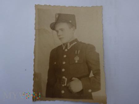 Portret Żołnierza - medal Zasłużony Na Polu Chwały