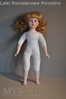 Co lalka ma pod sukienką