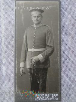 Podoficer train bataillon z cygarem