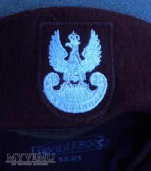Brązowy beret obrony terytorialnej - tłoczony