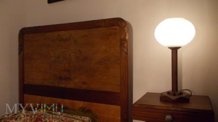 Drewniana lampka nocna w stylu Art Deco