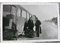 Zdjęcie niemieckich żołnierzy przy autobusie 2