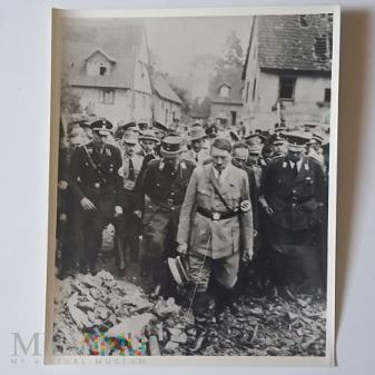 Zdjęcie - smutny Adolf Hitler