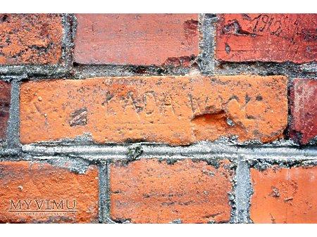"""Duże zdjęcie """"Stara Prochownia"""" - budynek A - inskrypcja #027"""