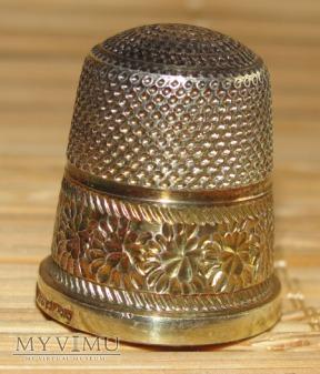 Naparstek srebrny pozłacany (1)
