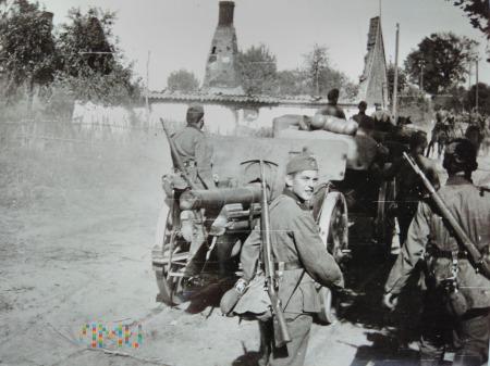 kolumna z działem w marszu 1939