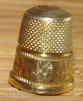 Naparstek srebrny pozłacany (2)