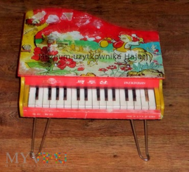 PAEKDUSAN MADE IN D.P.R. OF KOREA fortepian
