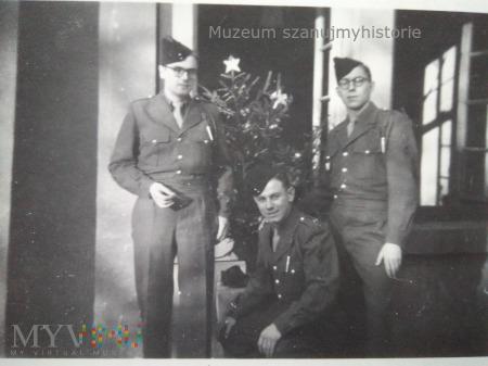 żołnierze francuscy z choinką
