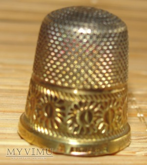Naparstek srebrny pozłacany (4)