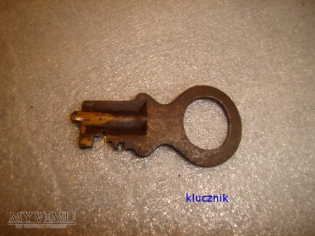 klucz od kłódki 013