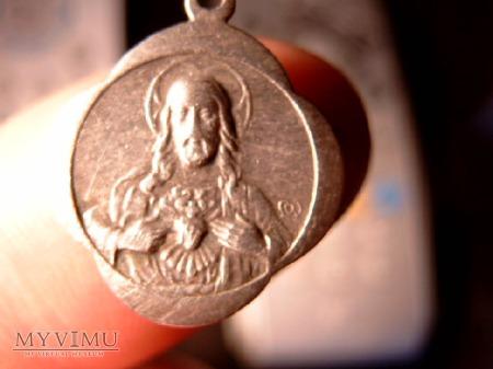 Srebrny , przedwojenny medalik.