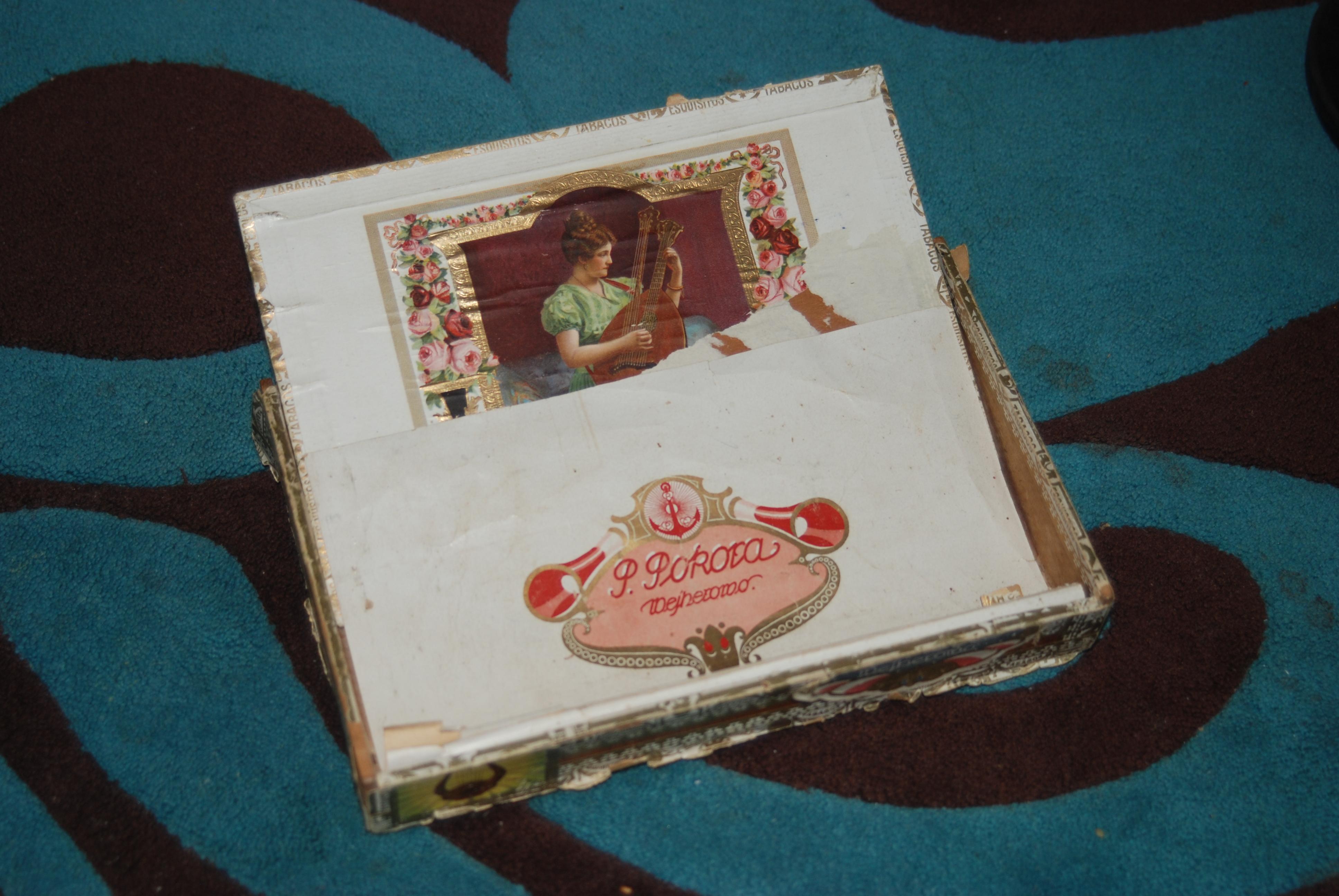 Modish Pudełko po cygarach - Fabryka w Muzeum Starej Fotografii w XH41