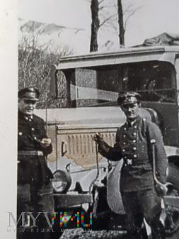 Niemcy - Fotografie z albumu - Przy samochodzie