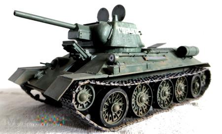 Czołg średni T-34 (wersja z roku 1943 - wczesna)