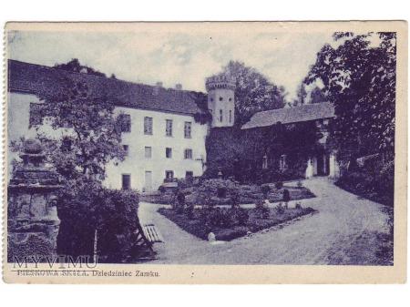 Duże zdjęcie Pieskowa Skała. Dziedziniec zamku.