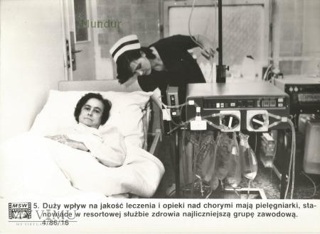 Zdjęcie propagandowe MO: pielęgniarka
