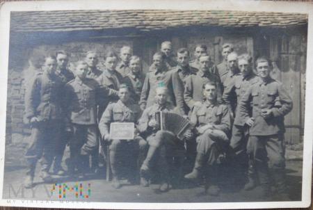Grupa jeńców polskich w miejsccowości Lissdorf