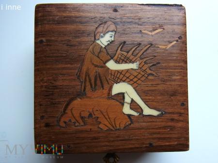 szkatułka drewniana