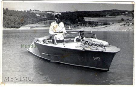 Zdjęcie milicjanta na motorówce z 1963 roku