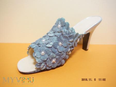 klapek z niebieskich kwiatków