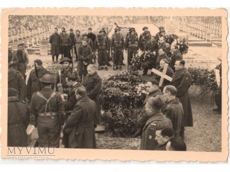 Uroczystość pogrzebowa poległych pod Monte Cassino
